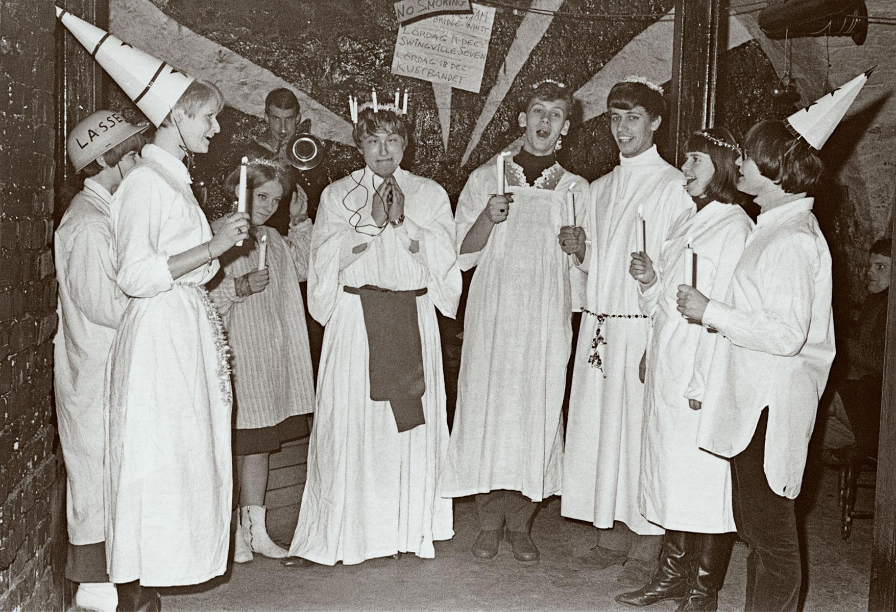 Luciafirande på Gazell Club cirka 1962–63. Trombonisten som syns i bakgrunden är troligtvis Henrik Hultberg eller Lars Hübinger. Fotograf: Okänd/Svenskt visarkiv
