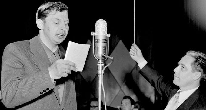 """Gösta """"Snoddas"""" Nordgren sjunger i Lennart Hylands sista program av Karusellen. Foto: TT Nyhetsbyrån/Historical"""