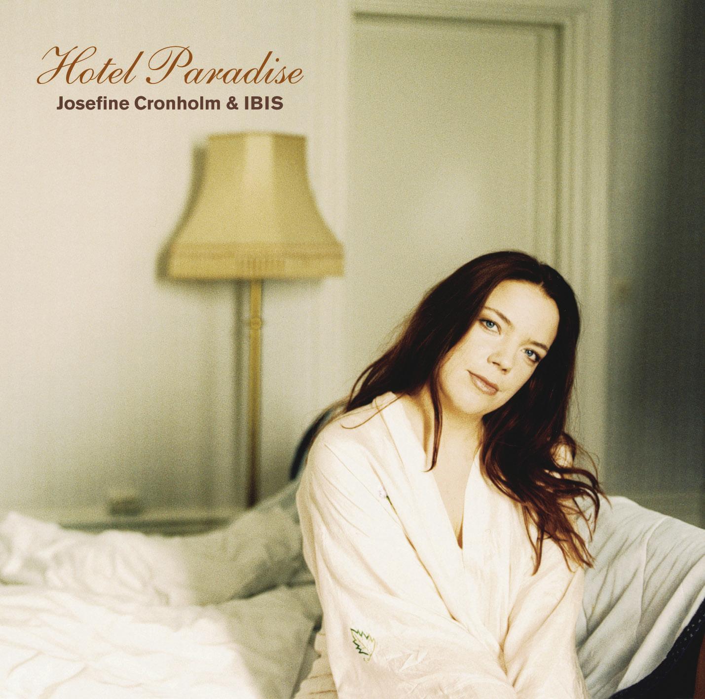 Josefine Cronholm och IBIS: Hotel Paradise