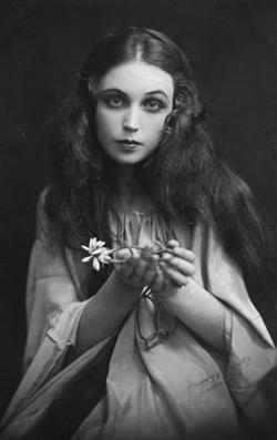 Inga Tidblad som Ofelia 1922.