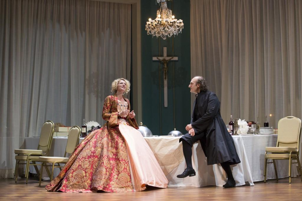 Elsa LEPOIVRE (Elmire) & Michel VUILLERMOZ (Tartuffe)  Foto: Christophe Raynaud de Lage