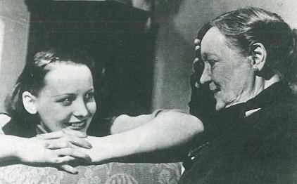 Signe på Dramatens scenskola med Hilda Borgström.