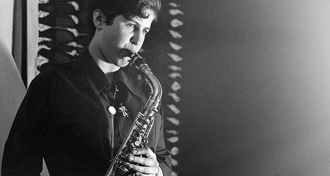 Monica Petrini, en av Sveriges första kvinnliga jazzmusiker, ca 1956. Foto: Estrads arkiv/Rolf Dahlgren/Svenskt visarkiv