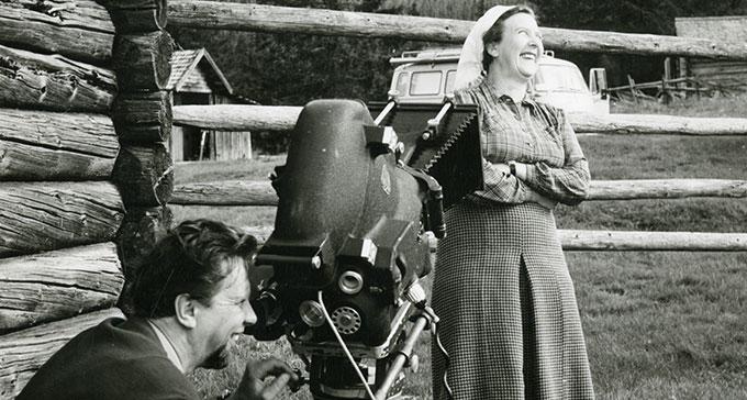 Karin Edvards Johansson under en TV-inspelning i Transtrand 1963.