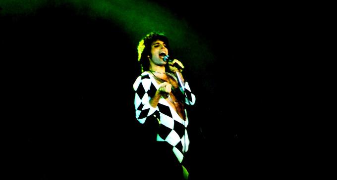 Freddy Mercury 1977. Foto: Klaus Hiltscher/Flickr (CC)