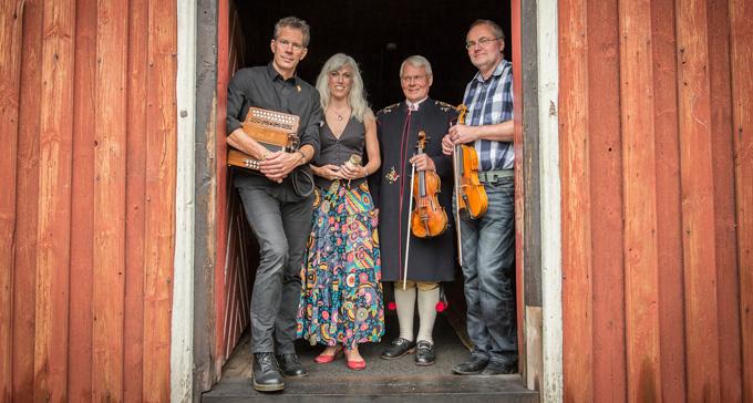Durspelaren Erik Pekkari, hornblåserskan Miriam Andersén och fiolspelmännen Kungs Levi Nilsson och Ulf Störling. Foto: Torbjörn Ivarsson