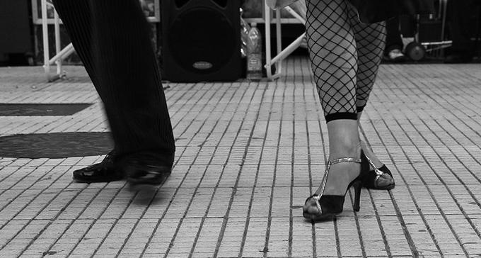 Tangodansande fötter. Foto: Danielle Pereira/Flickr (CC)