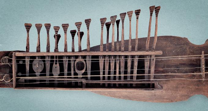 Kontrabasharpa med dubbellek i Musik- och teatermuseets instrumentsamling. Foto: Hans Skoglund