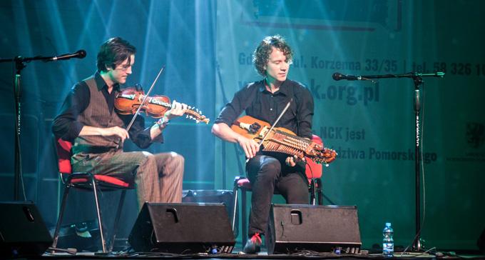 Olav Luksengård Mjelva och Erik Rydvall på scen.