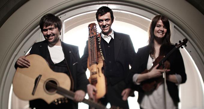 Ahlberg, Ek & Roswall är en av grupperna som uppträder på spelmansstämman på Skansen. Foto: Olle Melkerhed