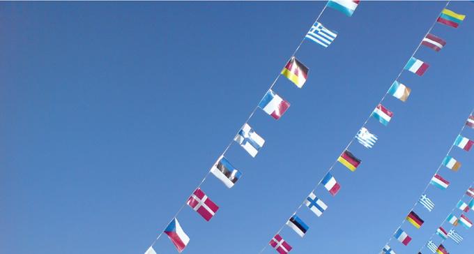 Flaggor i vinden. Foto: Mistersnappy/Flickr (CC)