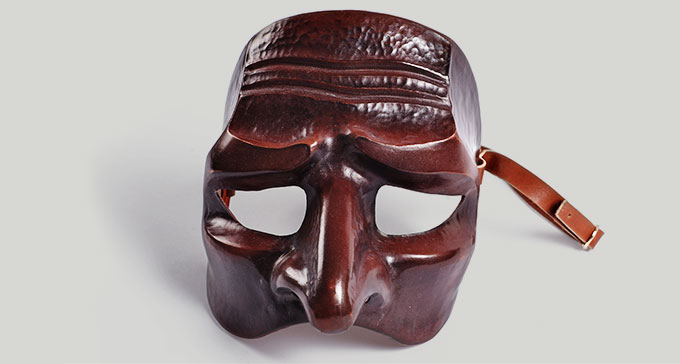 Teatermask i Scenkonstmuseets samlingar. Foto: Musikverket