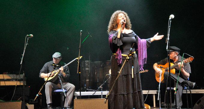 Den turkiska sångerskan Burcu Ada under 2012 års upplaga av Folk- och Världsmusikgalan i Malmö. Foto: Peter Ahlbom