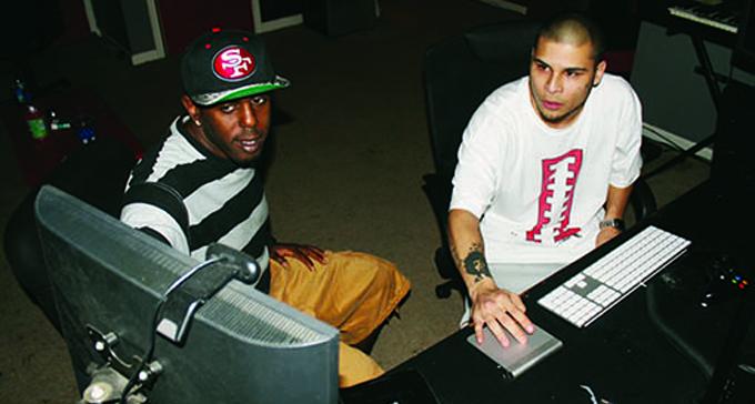 Mixaren Mali Boi och Christopher Chang Larsen. Mali Boi är grundare och producent på Block Beattaz. Foto: Mokument Media