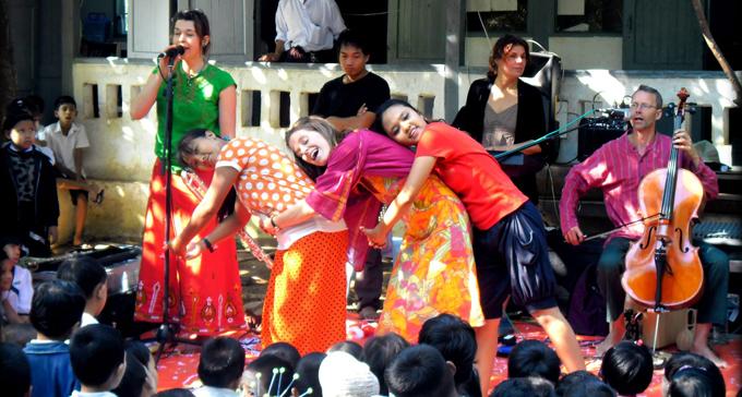 Etnojazzgruppen Syster Fritz turnerade i Burma i tre veckor. Foto: Syster Fritz