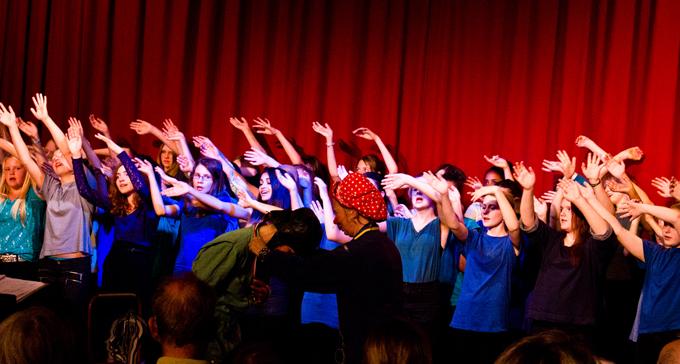 Scen från föreställningen Vem har tid. Foto: Andreas Sandlund