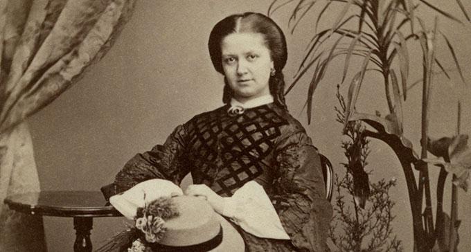 Tonsättaren Laura Netzel (1839–1927). Foto från Musik- och teaterbibliotekets arkiv.