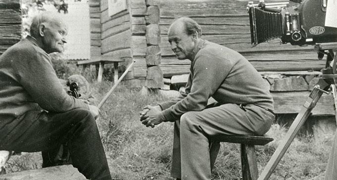 Matts Arnberg (till höger) gjorde inspelningsresor, radioprogram och skivor med folkmusik. Här med Olof Tillman.