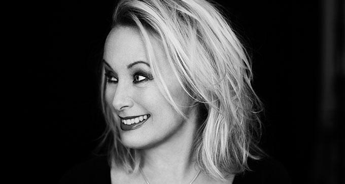 Louise Hoffsten har skapat ny musik av material från Svenskt visarkiv.