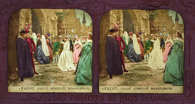 Stereoskopbild från Muskverkets samling som nu finns på Wikimedia Commons. Paris cirka 1880. Bilden visar en scen från operan Faust.