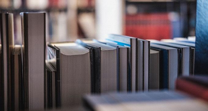 21 november till 21 december är det 20 procents rabatt på alla böcker från Musik- och teaterbiblioteket och Svenskt visarkiv. Foto: Musikverket/Jonas André