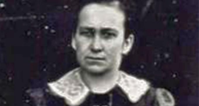 Porträtt av Katarina Utas. Ett äldre svartvitt fotografi.